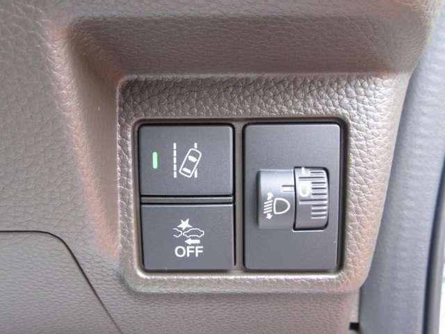 うっかり脇見時の衝突軽減に大きく貢献する衝突軽減ブレーキも装備!車線はみ出し警報機能も装備して話題性にも優れ嬉しい機能ですね!