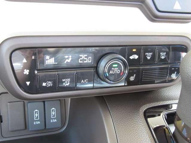 車内の空調はコレにお任せ!温度設定とスイッチダイヤル1つで年中設定温度に保つ便利なオートエアコンも装備されています!