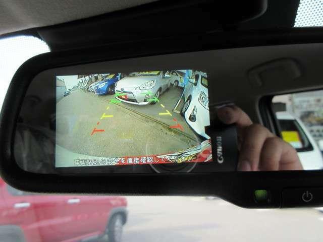 バックカメラもミラーにモニター装備で駐車も安心です