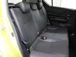 シート表皮は合成皮革+ファブリック(シルバーのダブルステッチ付)が採用されています。