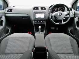 運転に必要なスイッチ類やオーディオ、エアコンスイッチなどが機能的に配置されたダッシュ廻り