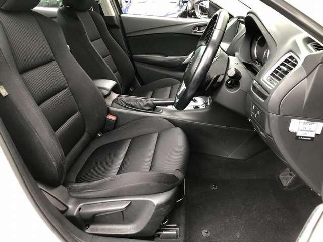 運転席も広々としており運転しやすい環境を実現しています☆室内クリーニングも実施済みです。