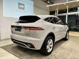 リアスタイルもスタイリッシュなデザインで人気の車種となっております。