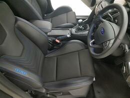 レカロ・スポーツシートはホールド性に優れ、コーナリング時もドライバーの身体をしっかりサポートします。