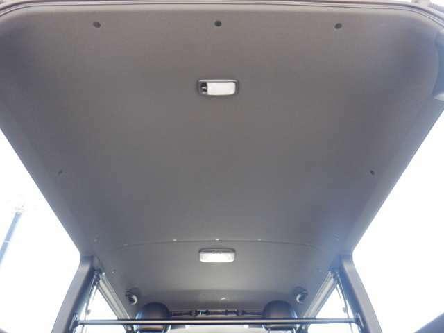 4WD/TRDフロントスポイラー/デジタルインナーミラー/パノラミックビューモニター/トヨタセーフティセンス/Wエアバック/両側パワースライドドア/スマートキー/AC100V電源