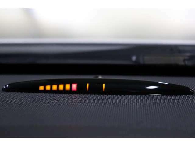 前後バンパーにはアラーム音とインジケーターにより障害物を知らせるパークトロニックセンサーも備わっております!