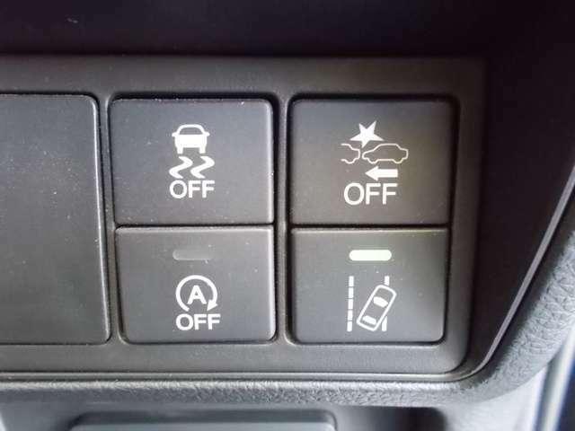 急なハンドル時などに起こる横すべりを制御する【VSA】