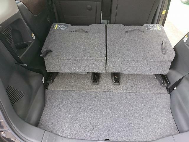 リヤシートを畳んでもらうと、更に広いスペースが確保できます!