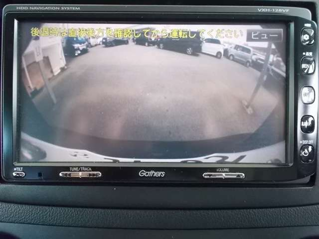 バックモニター付きで車庫入れもラクラク♪