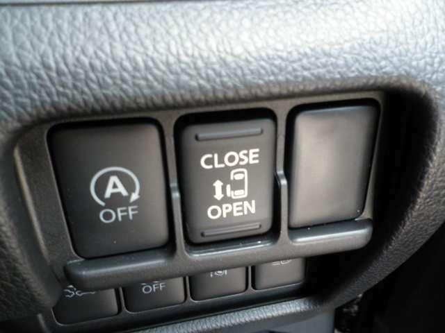 左側オートスライドドアが付いて乗り降りがとても便利です。キーや運転席にあるスイッチからも開閉可能です。人気の装備の1つですね!