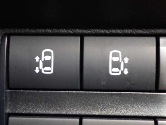 両側電動スライドドアです。 運転席からこのスイッチで開け閉め出来ます。