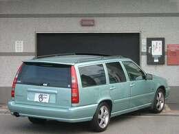 フロストグリーンメタリック色。ボディの塗装状態も良好で御座います。