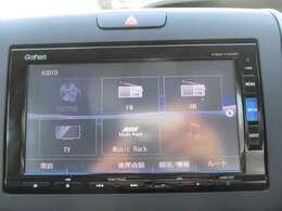 純正メモリーナビ(VXM-175VFi)です。DVD/CD再生のほかにもフルセグTV、ミュージックサーバー、Bluetooth連携機能も装備されとっても便利です!