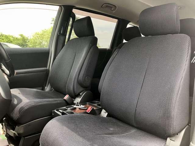 【助手席】シートクリーニングもバッチリ♪もちろんヘッドレストもシートクリーナで除菌・殺菌済みでご安心してご利用いただけます。