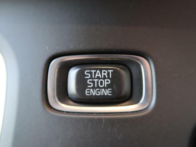 ●キーレスドライブ:鍵を持っているだけで、ドアロック解除・施錠からエンジンスタートまで操作できる便利な機能です!