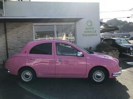 色はとても華やかで明るいビビッド系のピンクです。ピンク好きのお客様は必見!因みに、今回はフィアット500で人気を博した限定車『ローザ ローザ』のピンクを採用しました。