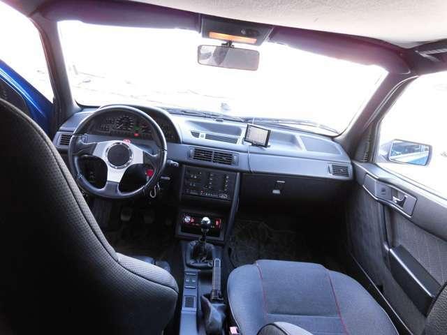 運転席からコクピット写真です♪アルファロメオの上品さが伝わってきますね♪