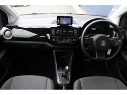 内装綺麗なお車です。使用感少なく、タバコ臭など気になる臭いも特に感じられません。