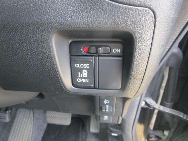 左側パワースライドドア!運転席からスイッチで操作できます