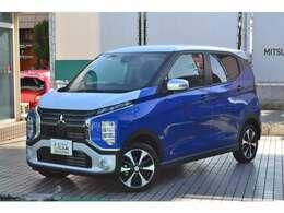 令和2年年式ブルー/シルバー2ト-ンのeKクロス4WDTタ-ボの届出済未使用車です。