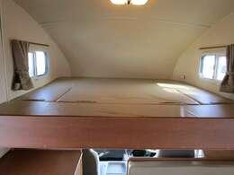 バンクベッドのサイズは192cm×182cmいなります。