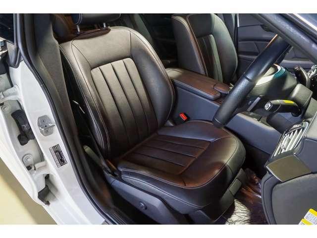 運転席はキレイな状態を保っており、気になるスレや汚れがありません。