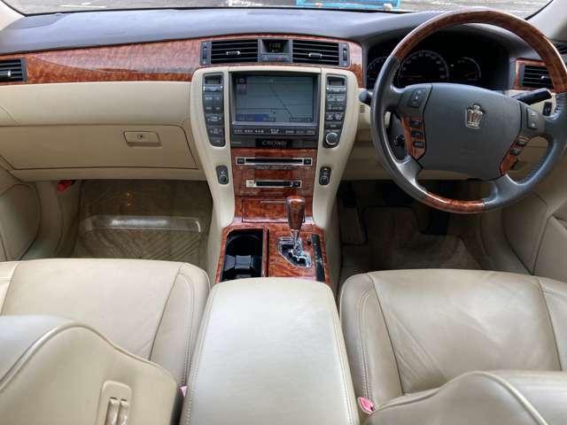運転席or助手席それぞれ設定温度調整できます。吹き出し口を自動スイング機能付き