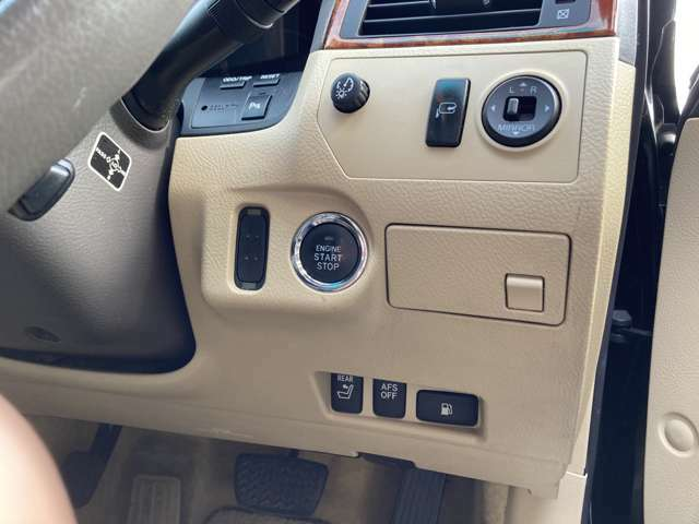インテリジェントAFS付→ハンドル操作に応じてベッドライトが動きます。またディスチャージライトのオートレベリング機能も付いてます