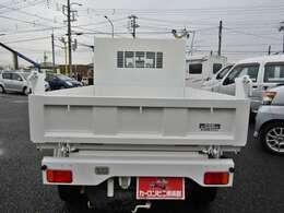 荷台側鳥居(パネル型)のガードフレームが、荷台の積載物からキャビンを守ります!