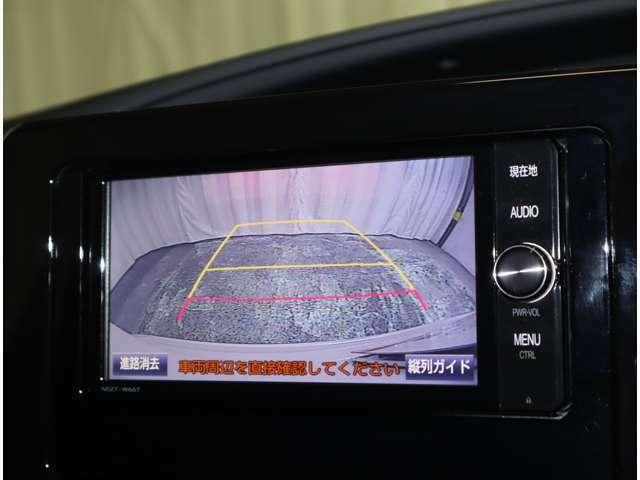 バックカメラ付きで車庫入れも安心です。