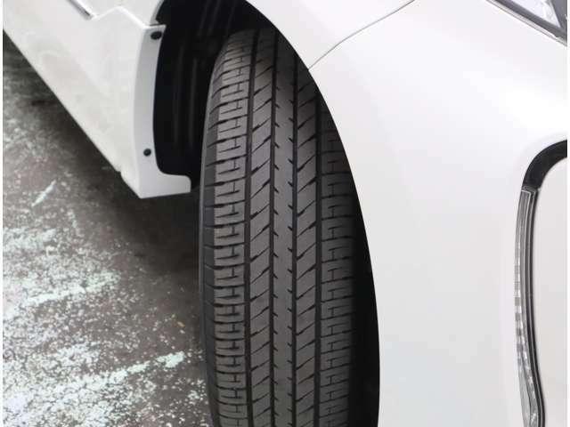 タイヤの残り溝は5mm~6mmです。