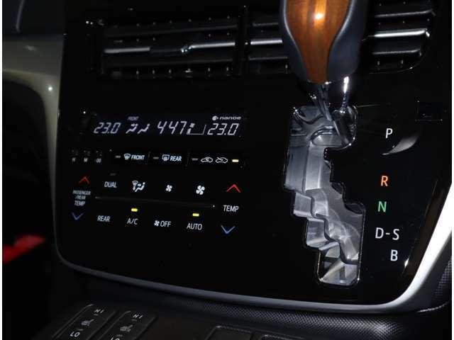 オートエアコンで快適なドライブができます。