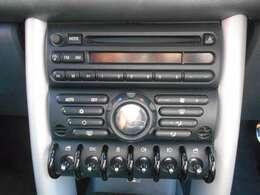 ドアミラーやヘッドライトのスイッチがおしゃれなデザインになってますね。
