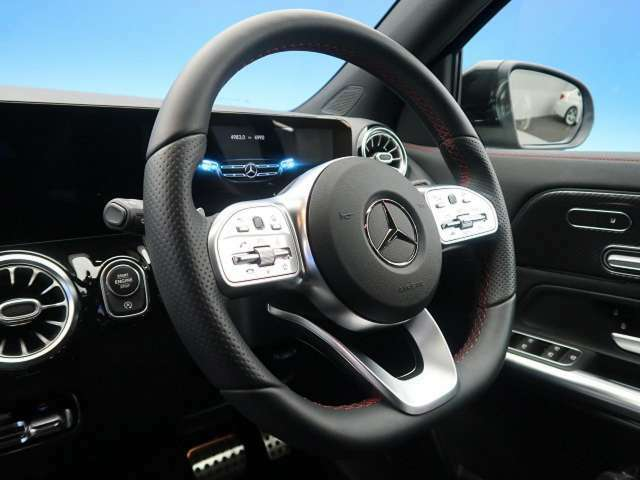 『高級感溢れるコックピットは運転を視覚的にも楽しませてくれます!』