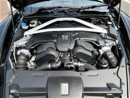 V型12気筒DOHC 5935cc エンジン
