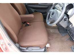 フロントシートも清潔に保たれています。