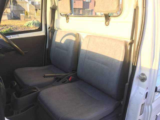 シンプルな運転席ですので、どなたでも直ぐ慣れて頂けます!!