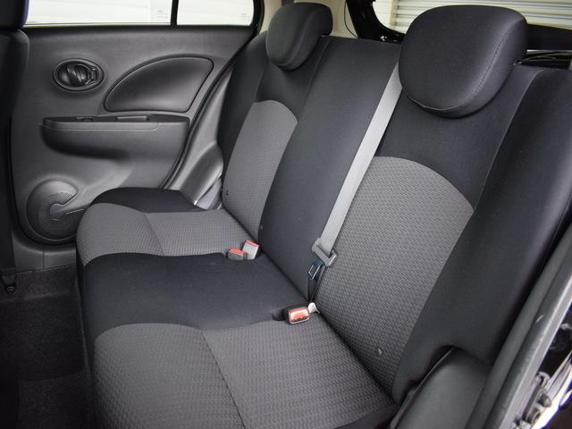 リヤシートも使用感が少なく綺麗です!後部座席は三人乗車が可能!