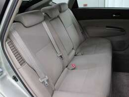 セカンドシートも充分な実用レベルのフットスペース、ヘッドスペースが確保されています。