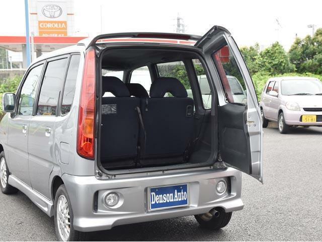 横開きのリアドアは車の後ろにスペースがあまりないときなどちょっと開けて荷物の積み下ろしができるので大変重宝しますよ。