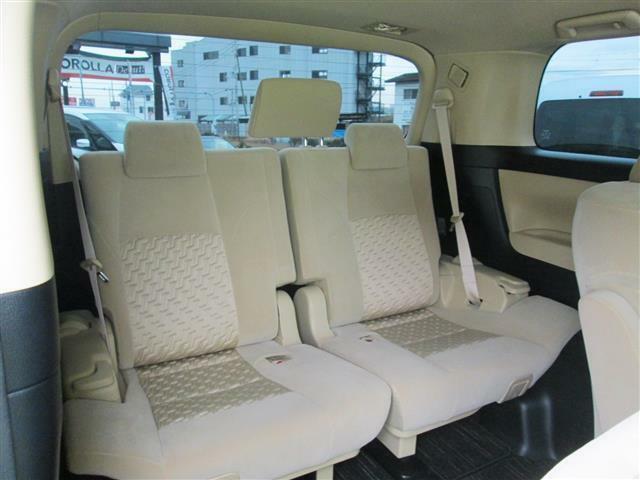 ◎3列シートもゆったりスペースが有り長距離のドライブも安心ですね!!