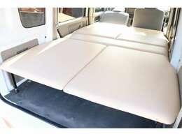 新品ベッドキット付きで快適な車中泊をお楽しみ頂けます☆