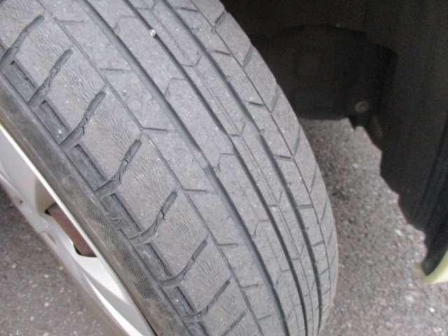 タイヤの溝もご覧の通りです。