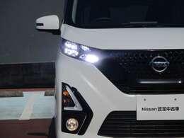 LEDヘッドライトが装備されており前方を明るく照らしてくれます♪