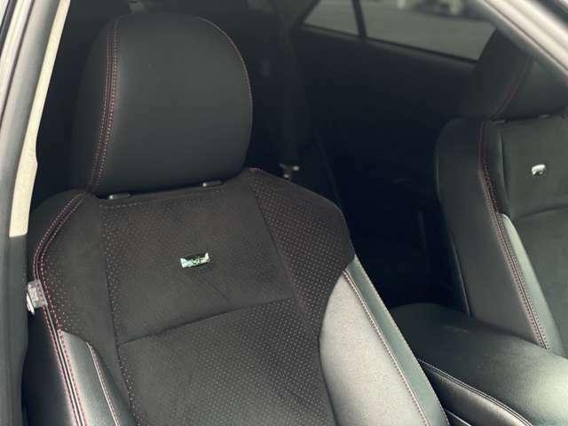 シートの材質はアルカンターラが使用されており、高級感があります☆