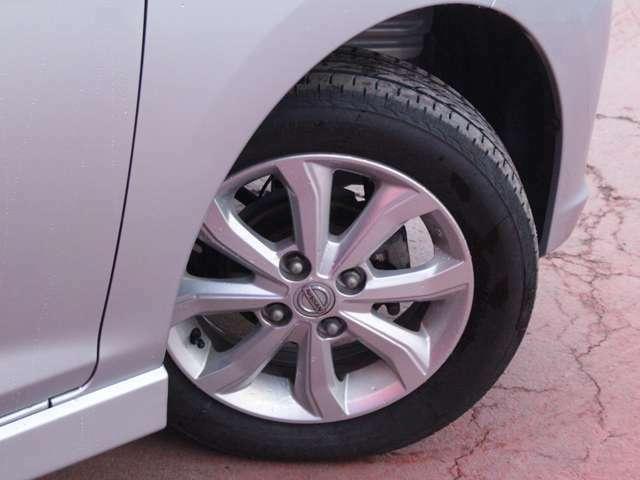 タイヤサイズは155/65R14になり純正アルミになります。