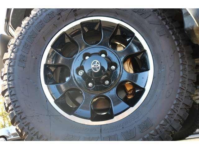 ブラックカラーパッケージ専用ホイールにRADAR285MTタイヤの組み合わせ!