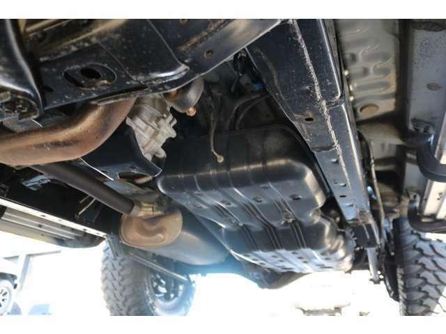 本格4WDの代名詞でもある、ラダーフレーム車!劣悪な錆やダメージは見受けられません!