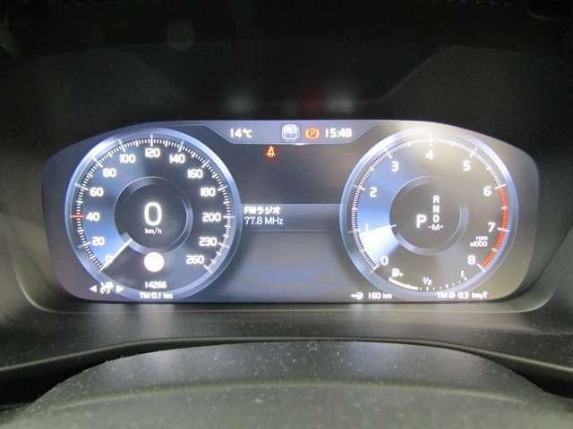 12.3インチデジタル液晶ドライバー・ディスプレイ:4種類のカラーテーマが選択可能。中央のインフォメーションディスプレイにはナビゲーション画面の表示も可能です。
