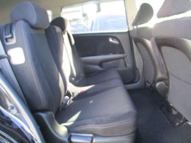 2列目シートもゆったり快適に座っていただけますので、後部座席にお乗りの大切な方も楽しくドライブに参加していただけます☆